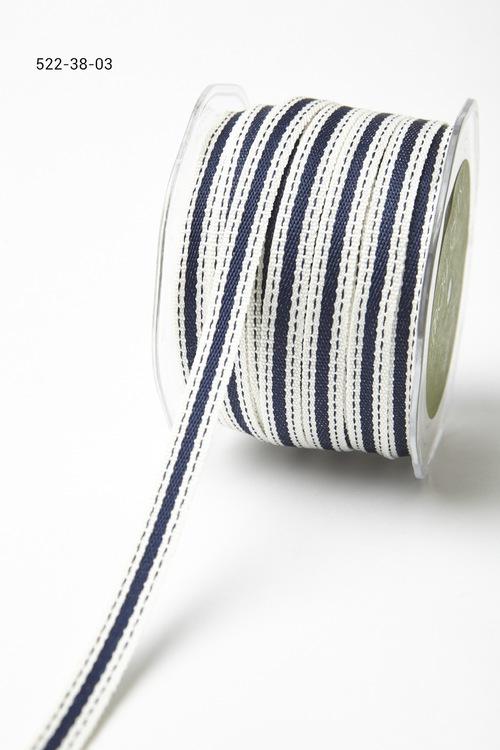 Лента от May Arts. С полосой. Ширина 0,95 см. Белая с синей полосой