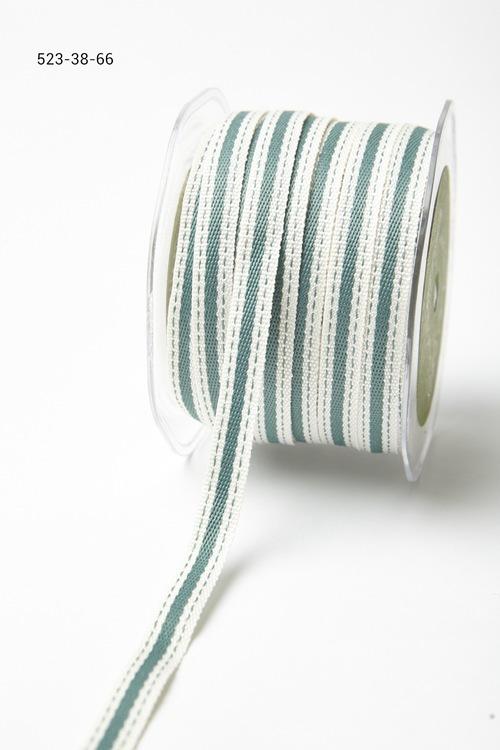 Лента от May Arts. С полосой. Ширина 0,95 см. Белая с зеленой полосой