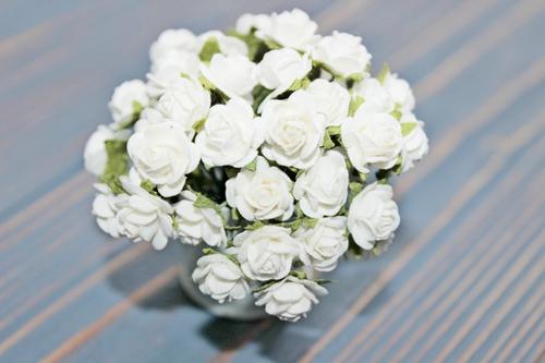 Розы 10 мм, белые 10шт.