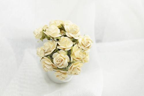 Розы 15 мм, желтые 10шт.