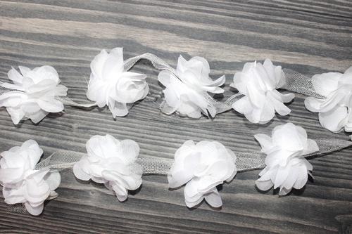 Шифоновые цветы белые