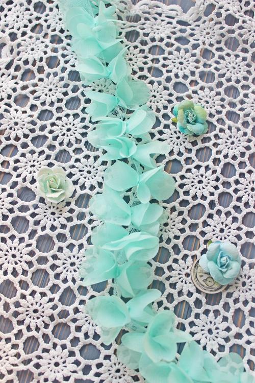 Шифоновые цветочки на сетчатой ленте. 3D кружево Мятные