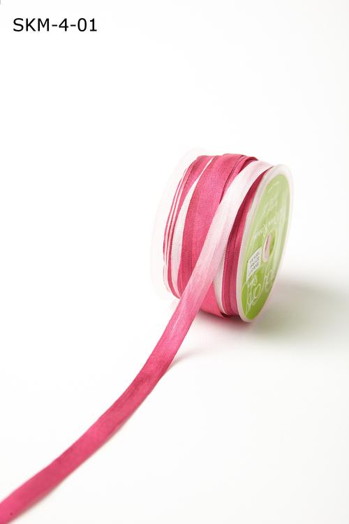 Лента May Arts. Пестрая шелковая лента. Ширина 0,64 см. Розовая/белая/фуксия