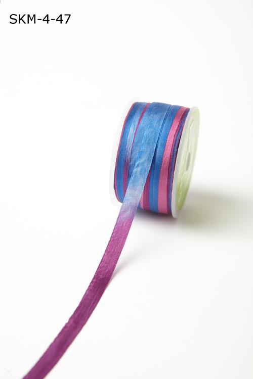 Лента May Arts. Пестрая шелковая лента. Ширина 0,64 см. Синяя/фиолетовая/фуксия